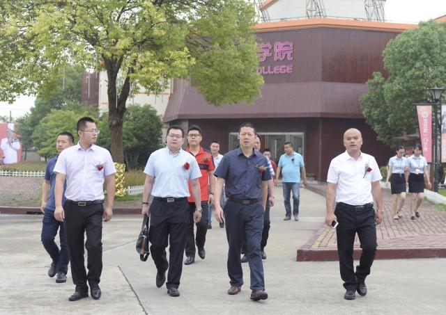 新东方烹饪专业升级 八位明星厨艺大师共襄饕宴