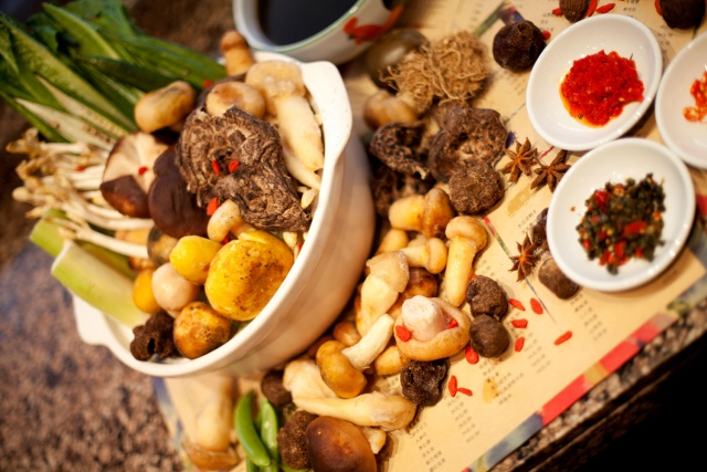 北京新云南皇冠假日酒店:云南野生鲜菌盛宴