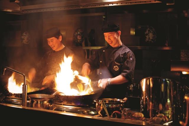 8悦餐厅推出精选半自助晚餐